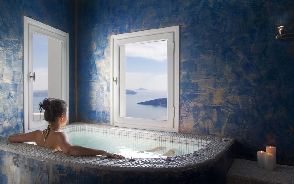 Aquamarine suite in Santorini - Privacy, luxury & amazing views