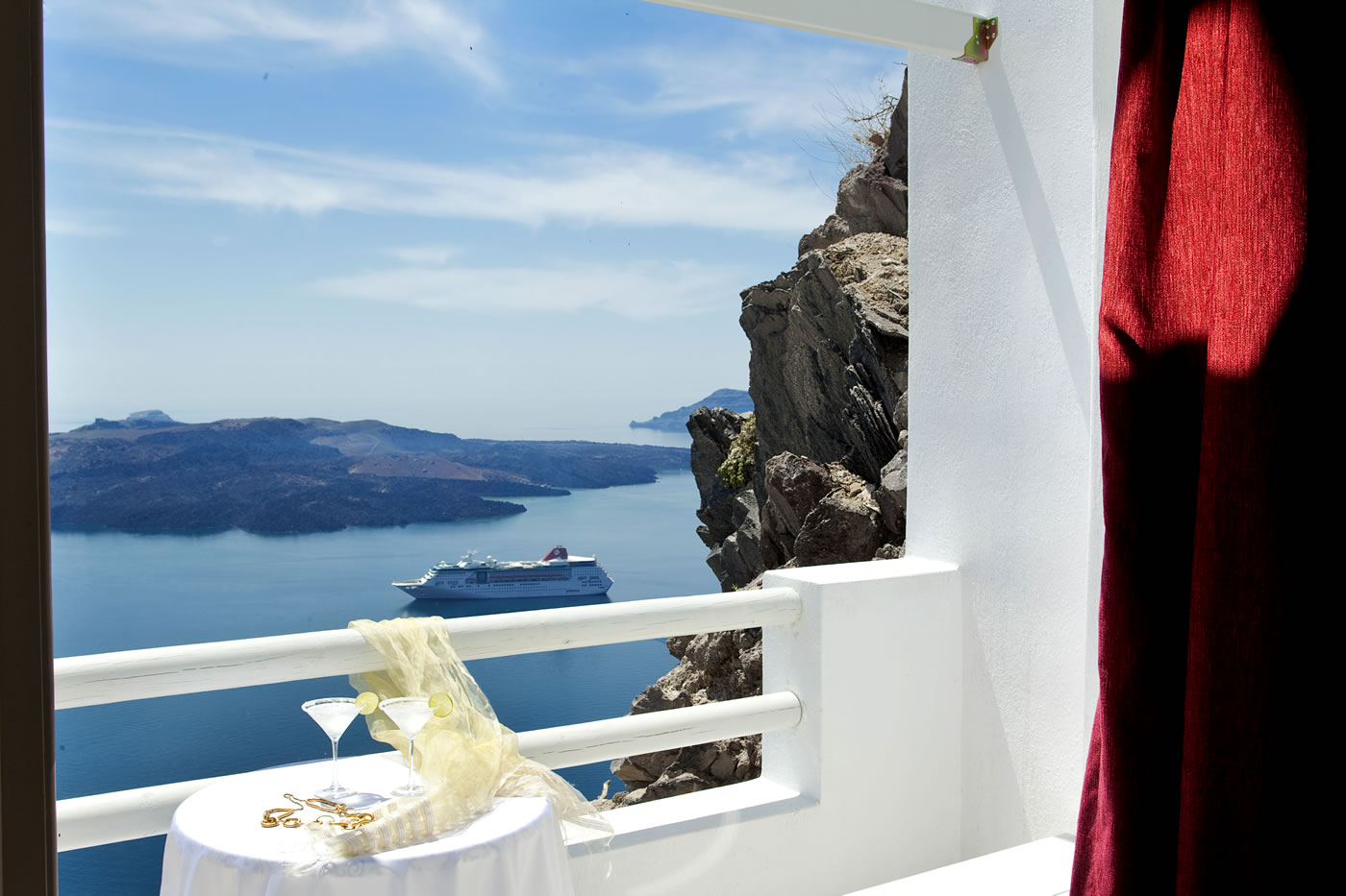 Ruby Suite in Santorini | Luxurious accommodation by Adamant Suites