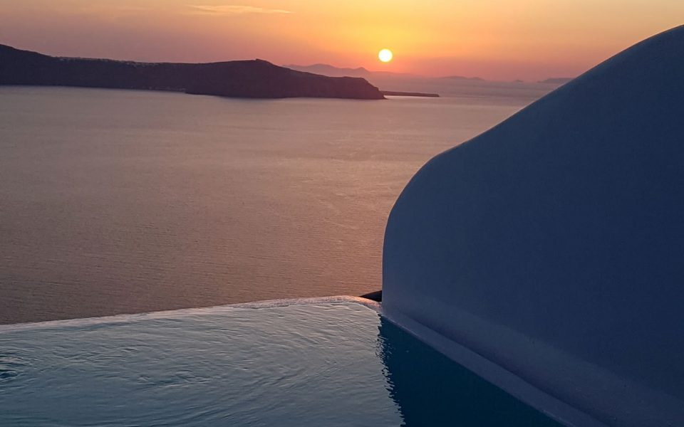 Topaz Suite with a private pool in Santorini