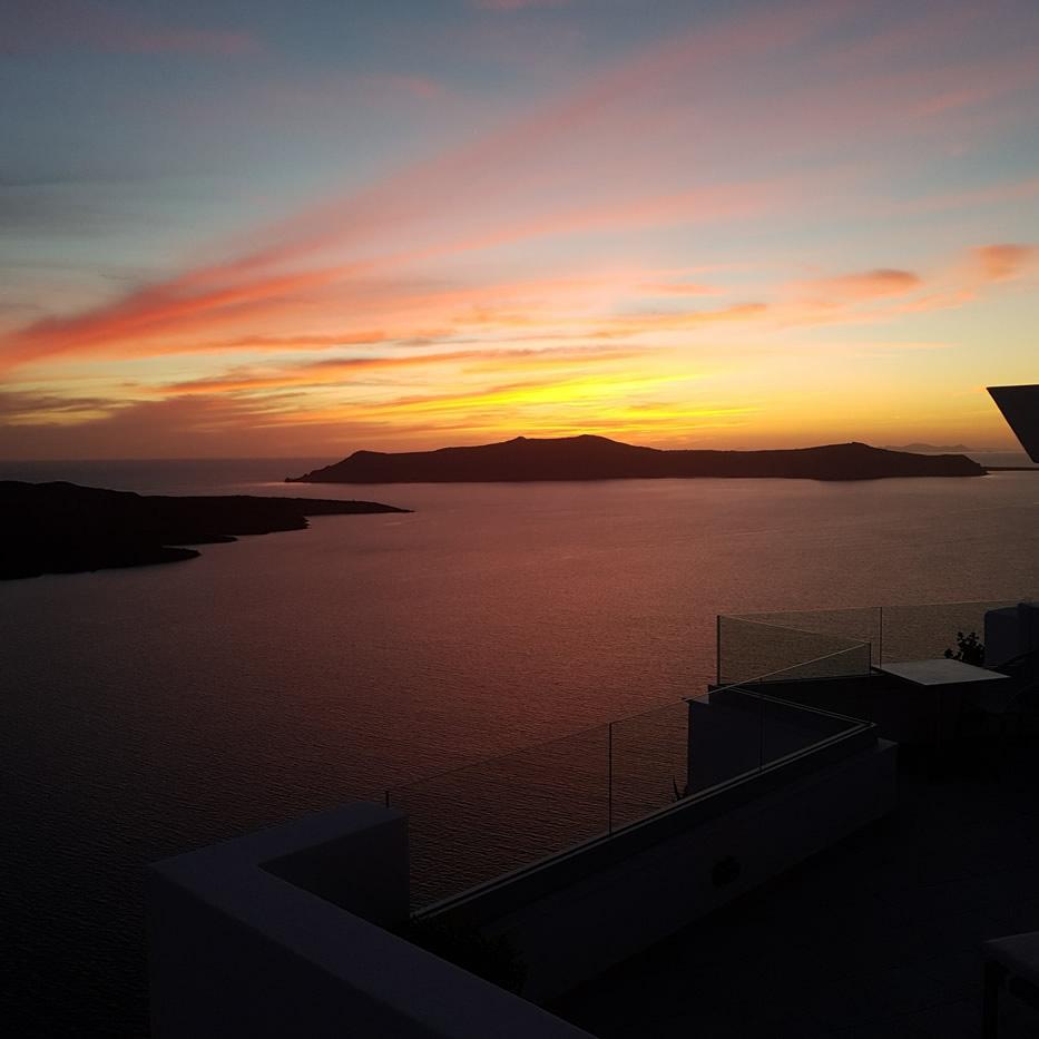 Adamant Suites - Luxury Accommodation in Santorini